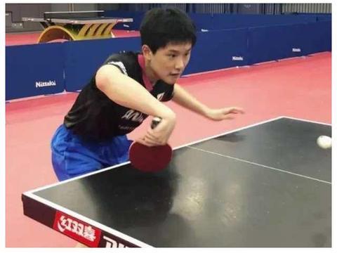 日乒开始恢复集训!张本智和现身球馆,受到主管教练的表扬
