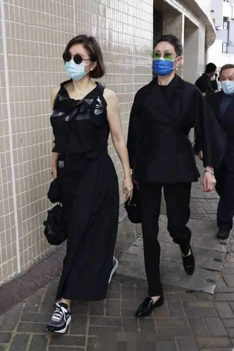 岁月从不败美人,66岁的林青霞和69岁的施南生同框,一样优雅美丽