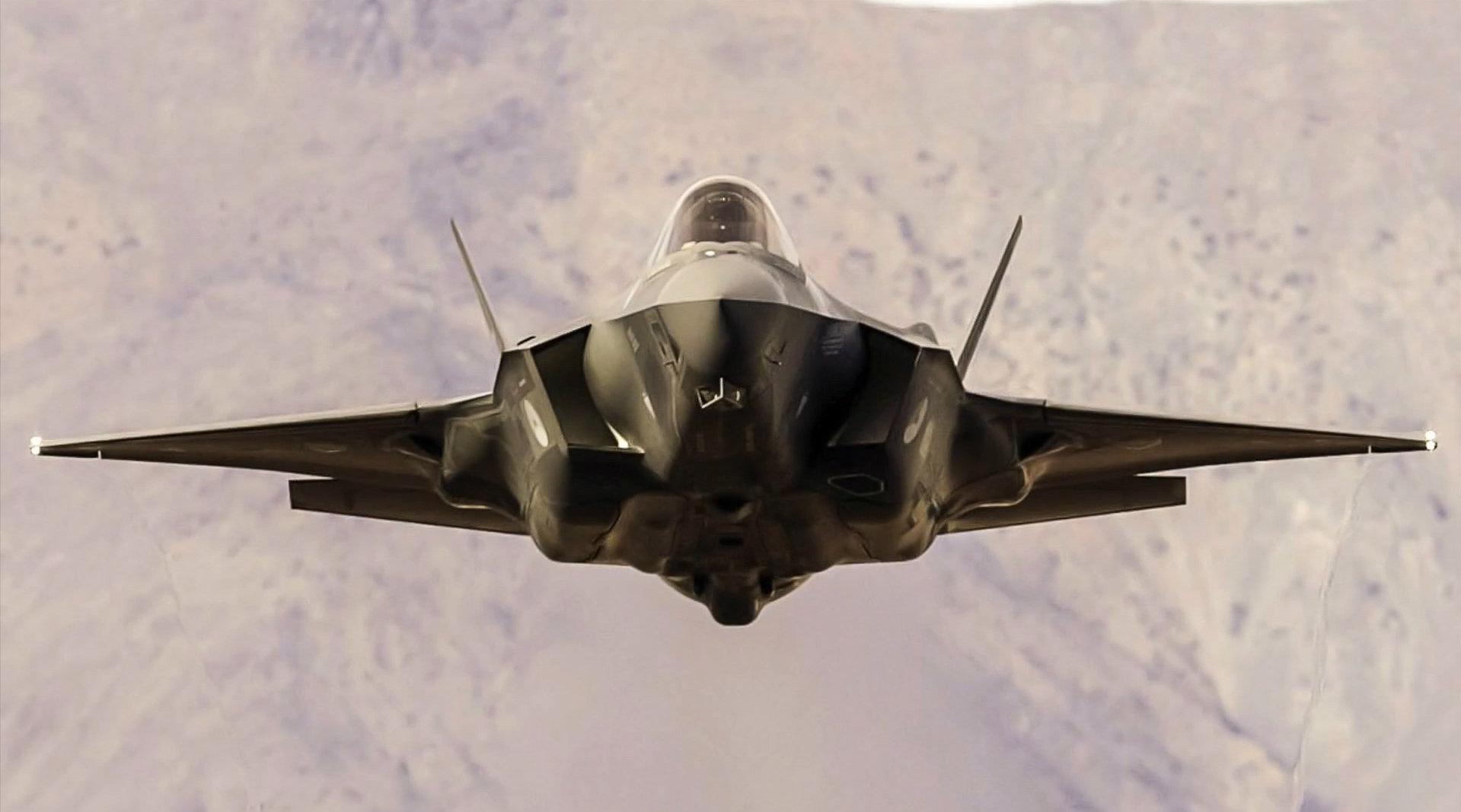 """美国F-35""""闪电Ⅱ""""隐身战斗机,马赫谷高速飞行特写镜头!"""