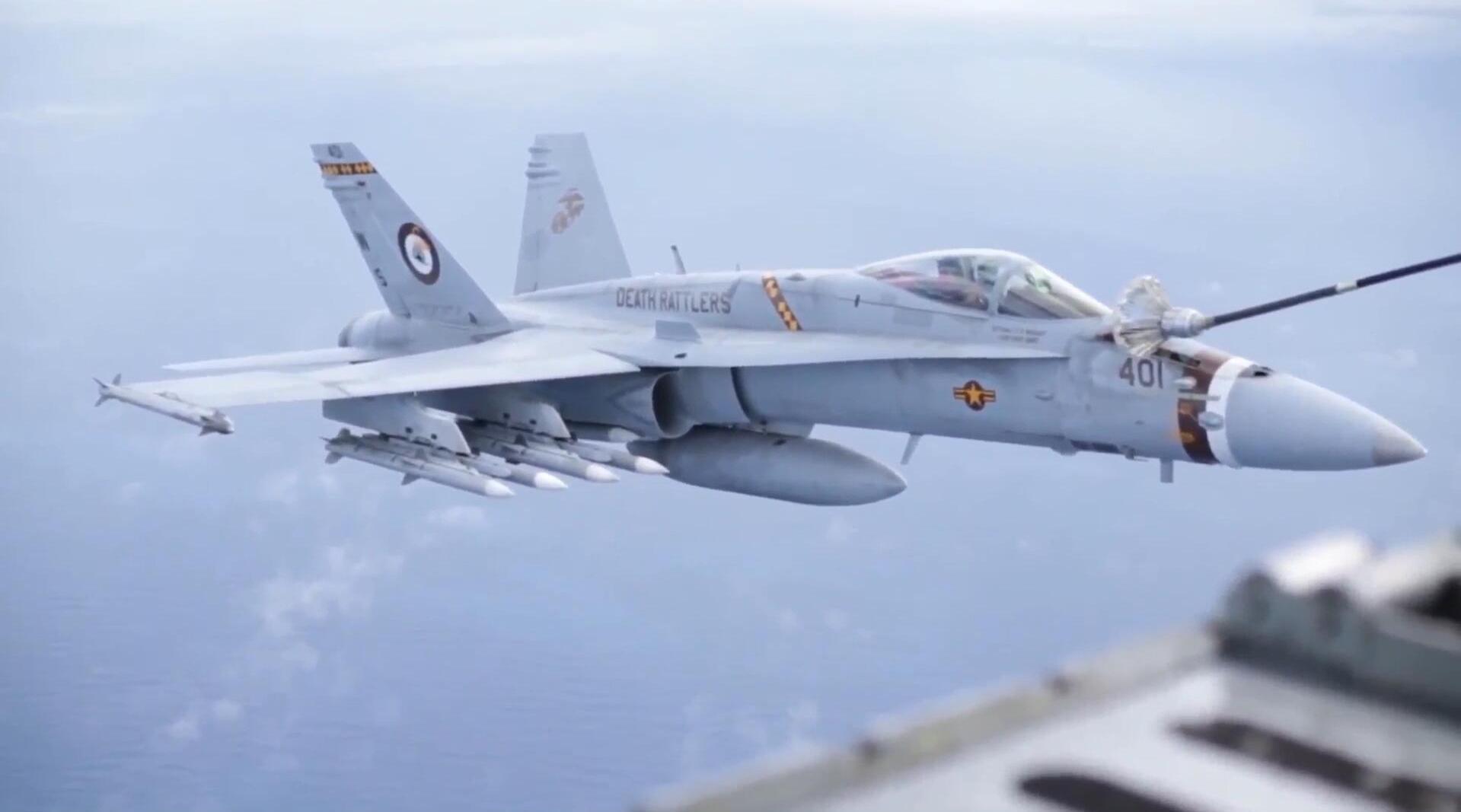 """美军C-130加油机,给""""大黄蜂""""空中加油,大黄蜂满载武器!"""