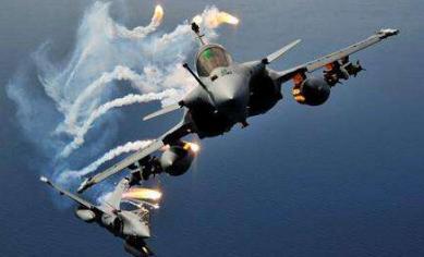利比亚之后是叙利亚,不明战机再度攻击土耳其基地,现场一片火海