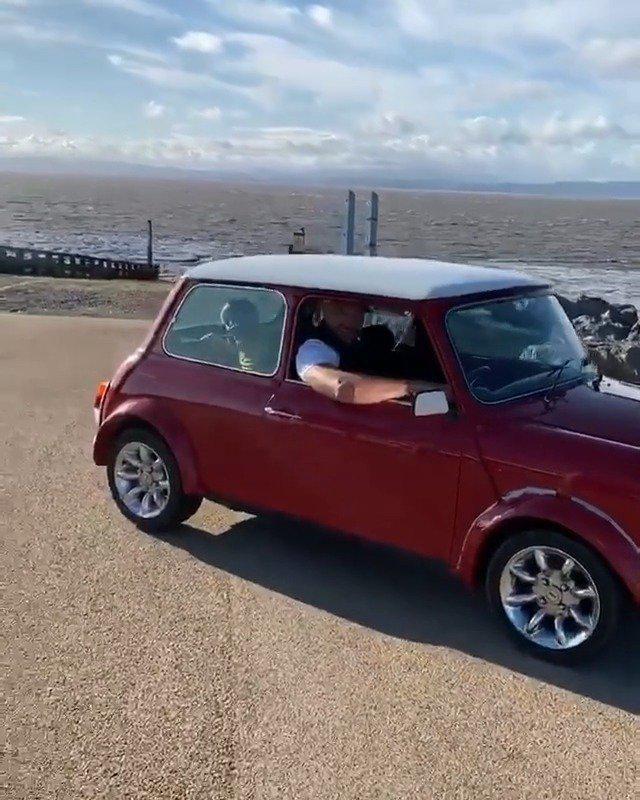 泰森•富里:开着我的Mini Cooper兜风,度过了一个美妙的周末