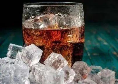 肯德基冻的冰块是透明的,为什么自己冻的冰块却是白色的?涨知识