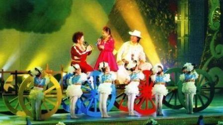 2006年,爆红春晚的吉祥三宝,爸爸走了,妈妈隐退,现状令人心疼