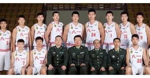 篮球名宿王治郅,与姚明齐名,现任八一队主教,薪资却少的可怜
