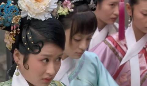 甄嬛传:华妃为什么一定要赏夏冬春一丈红,答案全在这个头饰上