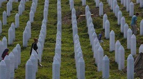 斯雷布雷尼察大屠杀25周年 国际政要呼吁寻求公义