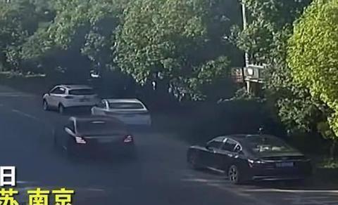 江苏省南京市江宁区奔驰自燃事件始末,事故现场让人揪心!
