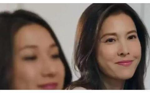与吴镇宇恋爱8年,与何家劲6年长跑,李婉华35岁嫁圈外老公连生3