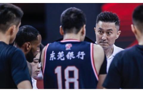 广东男篮豪取23连胜,易建联不在还有周鹏,怒砍24分上演王者归来