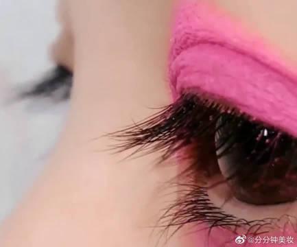 用直男最讨厌的芭比粉涂个眼影,真的有那么难看吗?