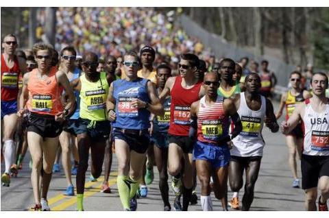 """别人说他是""""超人"""",100多天跑了100场马拉松,他都经历了什么?"""