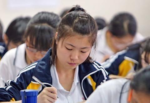 高中三轮模拟考试的成绩与高考成绩相差多少?高三班主任这样说