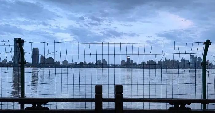 直击洪峰过境南昌城区:亚洲最大音乐喷泉群被淹没