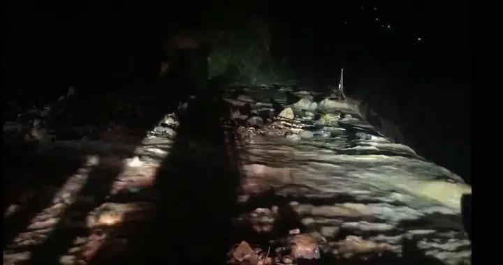 暴雨突袭水电站职工宿舍习水消防紧急营救被困群众