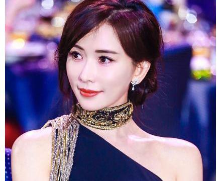 被央视除名的林志玲,做客日本综艺,不理家暴风波穿短裙大秀身材
