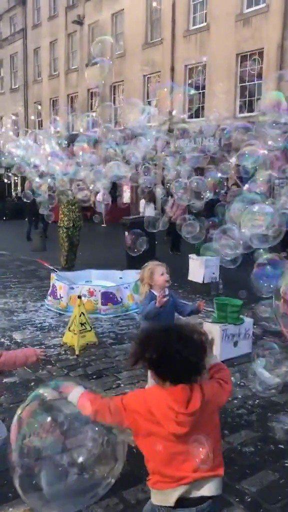 这个泡泡,这不就是我小时候最大的梦想吗?
