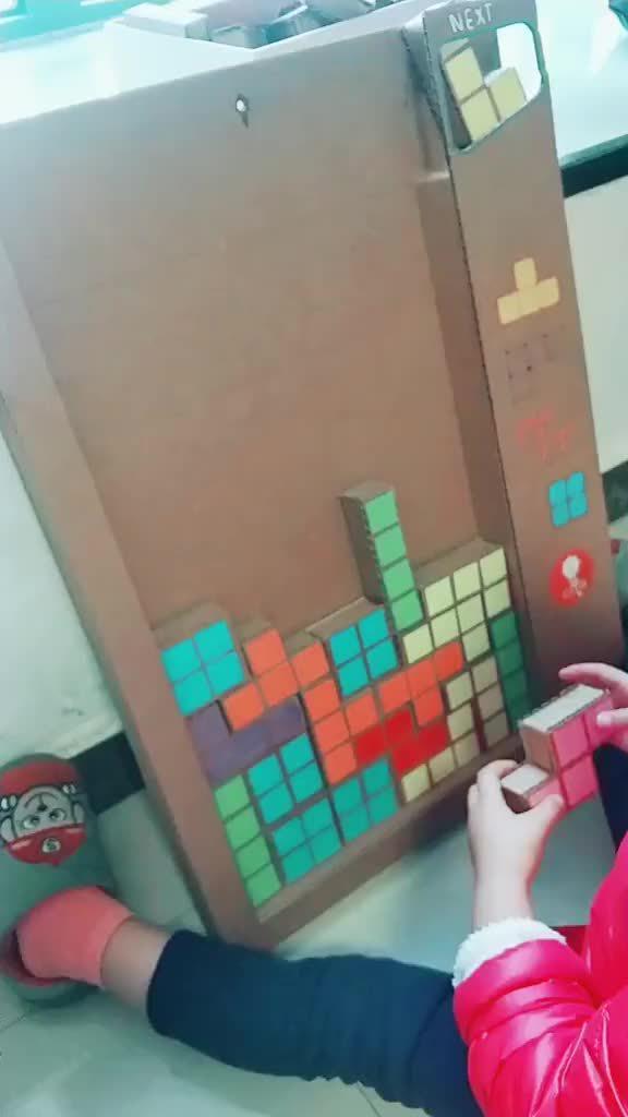 一位爸爸给自己的孩子做了一个俄罗斯方块游戏……