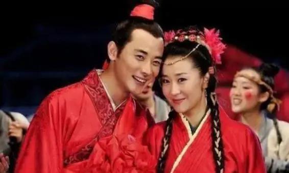 """她凭""""穆桂英""""一炮而红,当红时嫁大19岁富豪,生子被奖私人飞机"""