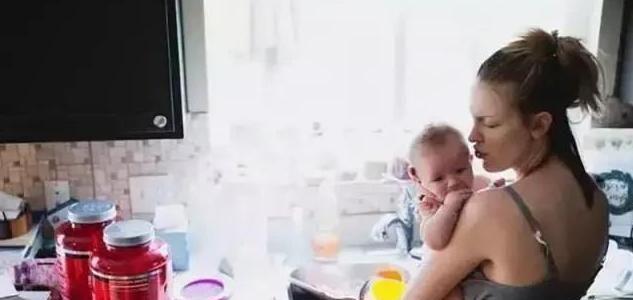 这位妈妈拍的5张照片,道尽了产后抑郁的辛酸