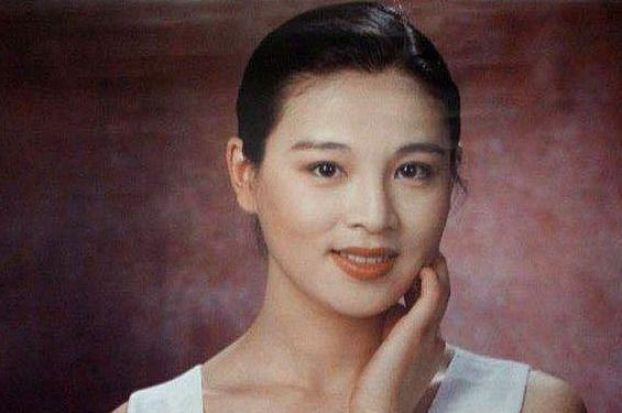 一切的她是古装第一美人,袁立做她的配角,遭丈夫离婚生活艰难