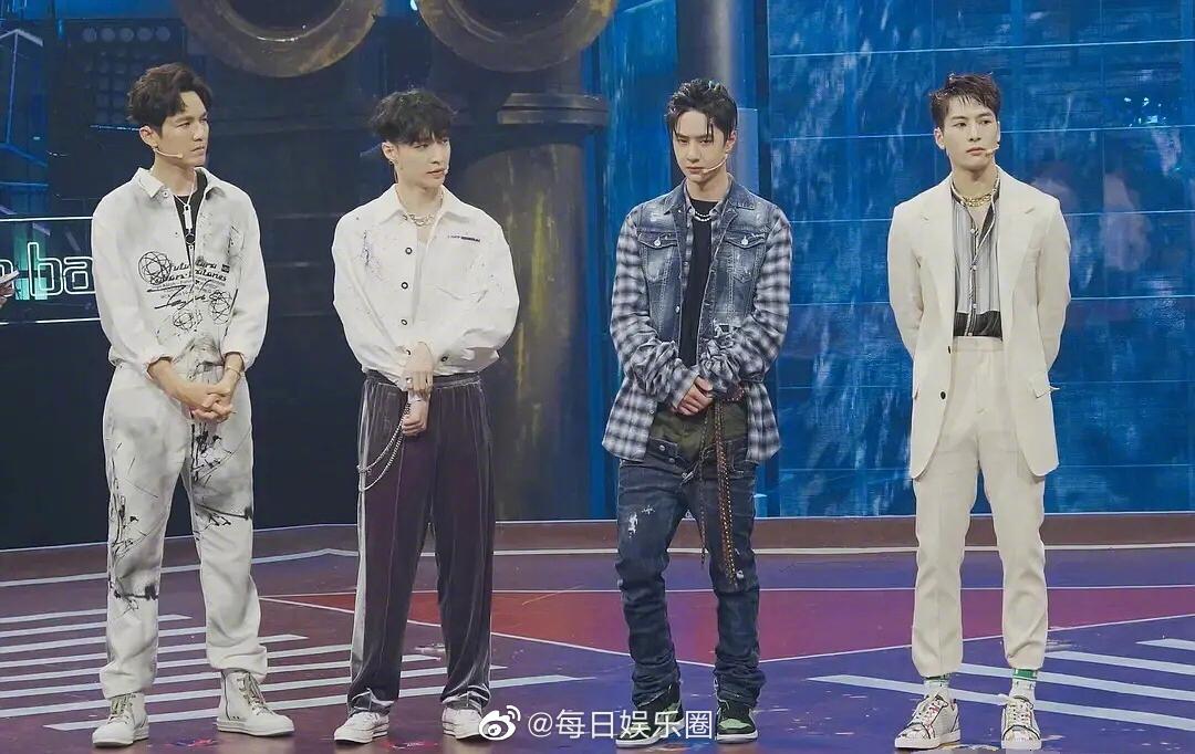 街舞发布会四位队长同框照,钟汉良、张艺兴、王一博、王嘉尔……