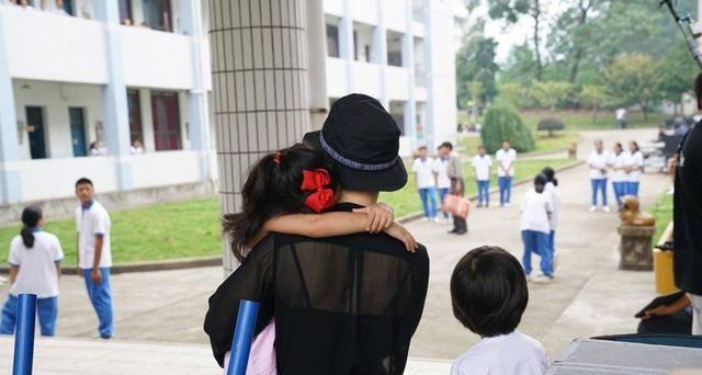 孙俪带等等和小花妹妹做活动,8岁儿子身高已到妈妈肩膀
