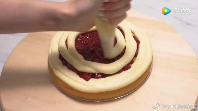 草莓杏仁蛋糕,不错的蛋糕美食很少见