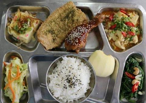 空军伙食算是最好了,但还有一个兵种有时候一日三餐比空军还豪华