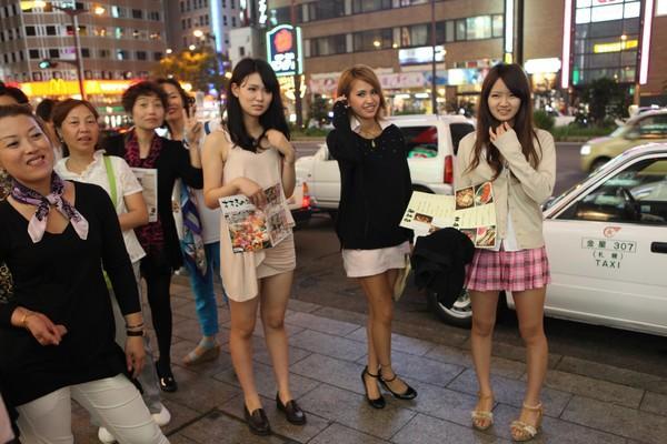 """为何日本女生走路爱""""内八"""",难道不难受吗?姑娘:都怪传统文化"""