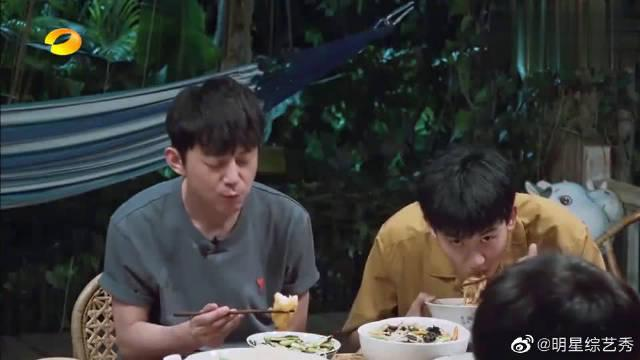 海清吃了一碗接一碗,任重吐槽:吃得鼻涕都出来了哈哈哈