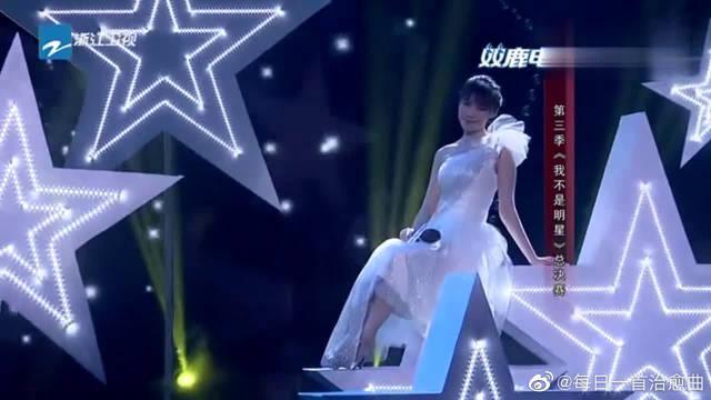 郑少秋演唱《摘下满天星》,被再度提问是喜欢汪明荃还是赵雅芝!
