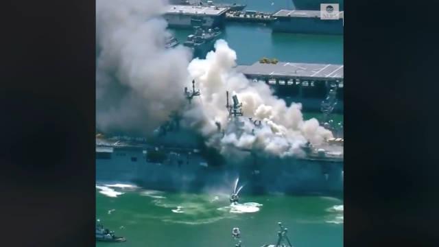 """美国海军两栖攻击舰""""好人理查德""""号在圣地亚哥海军基地起火……"""