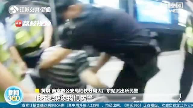 南京身边的正能量!警民合力救援晕倒老人