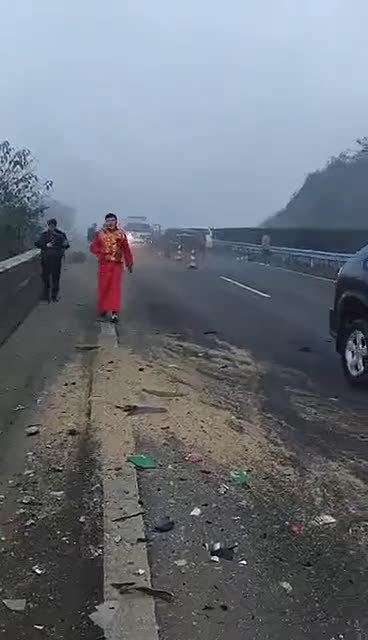事故现场千万不要停留,防止二次事故发生