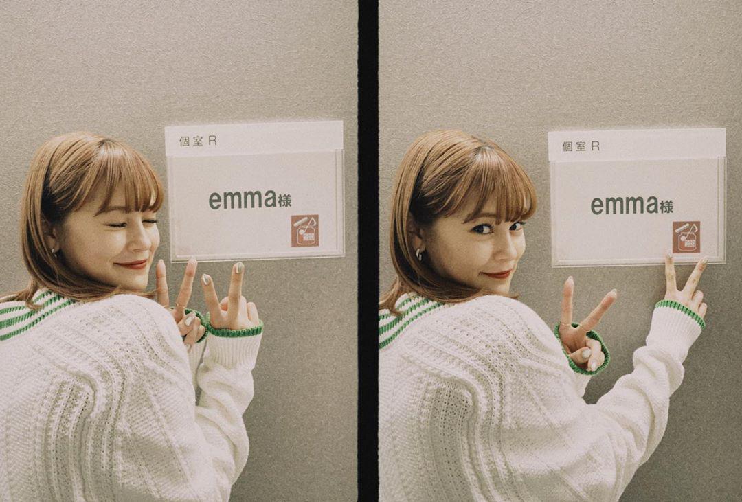 腻在 emma 的甜美笑容里