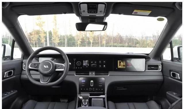 又一国产豪车,车长5米重2.3吨,起步326马力,却比同级廉价33w