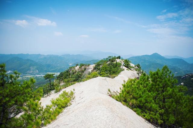 """安徽""""最奇特""""的一座山,山顶好似沙漠,是驴友们向往的徒步天堂"""