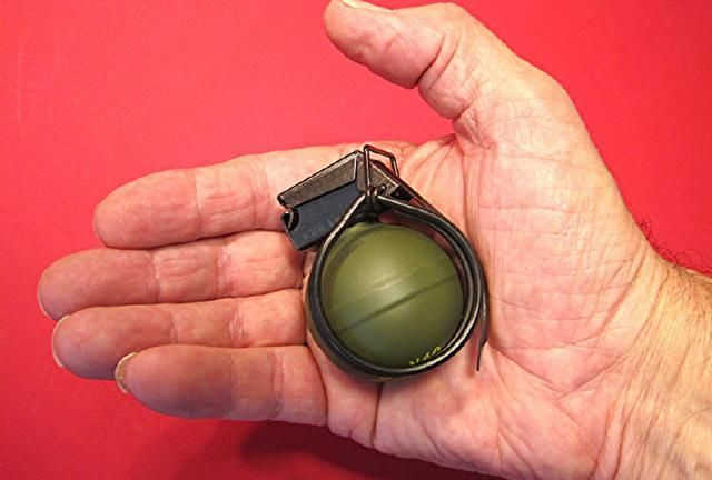 荷兰V40袖珍手榴弹,和乒乓球一样大,2美元一个