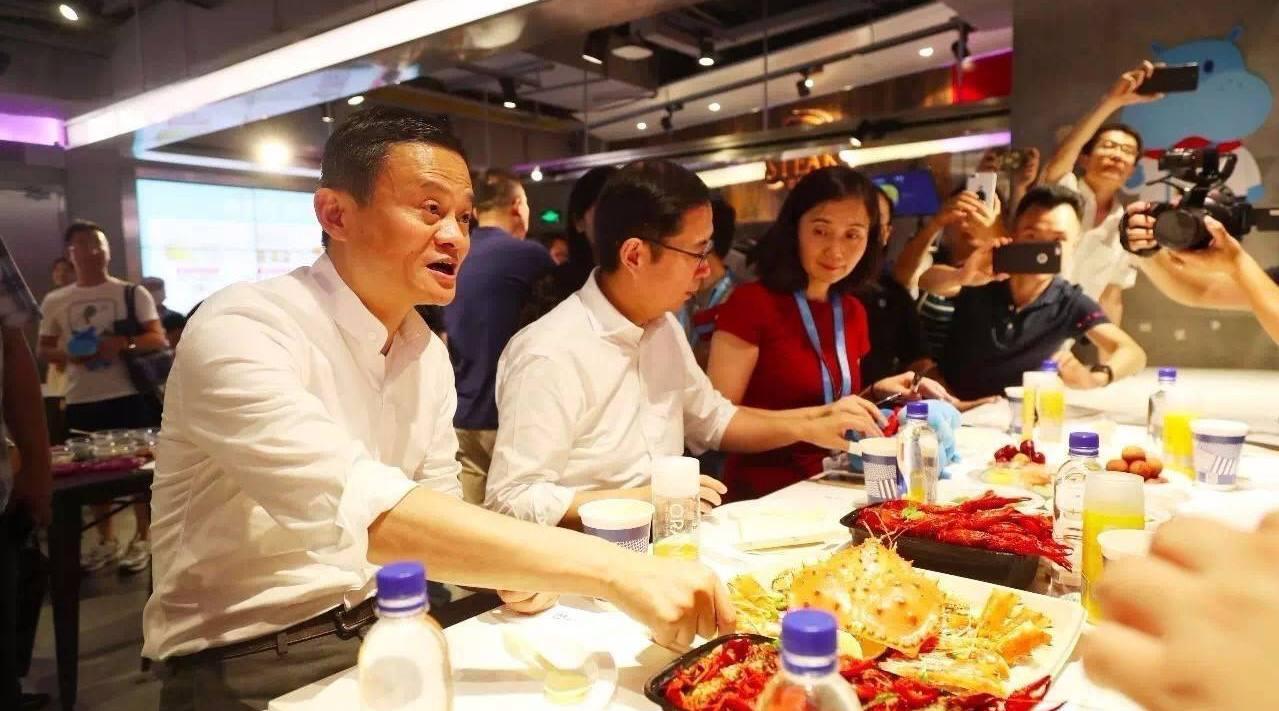 马云30岁还在摆摊卖袜子!中国互联网大佬的30岁,比你过得好吗?