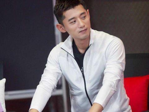林丹退役后综艺首秀,爱妻谢杏芳支持显恩爱,仍被网友大骂出轨男