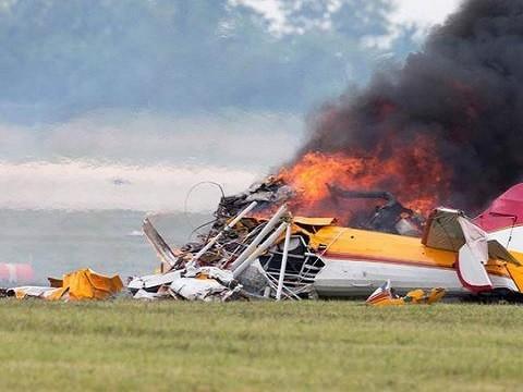 美国再次发生坠机事故,2架飞机空中相撞后坠毁,机上无人幸存