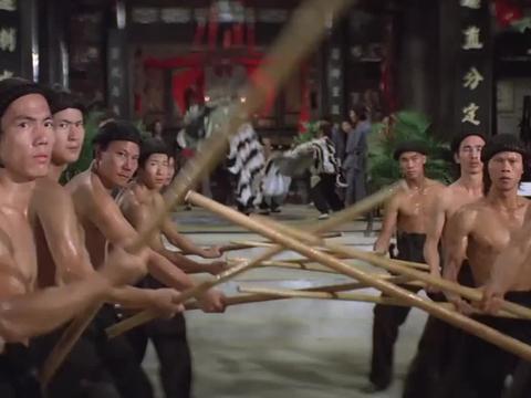 惠英红带人来找黄飞鸿算账,称黄飞鸿暗算了自己的哥哥