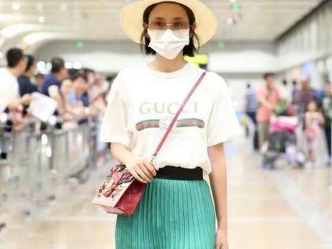 大美娇妻唐艺昕唯美出镜,帽子上闪着一双耳朵,减龄不少!
