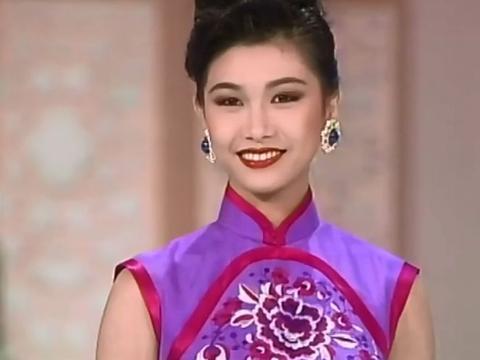 她是性感妖娆的女神,曾出演各种经典角色,因王晶垂青拍摄风月片