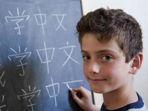 美国高中的中文试卷火了,中国学生看后傻眼,怀疑自己是假中国人