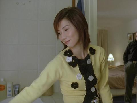 龙四送给阿珊一枚戒指,还把保险箱钥匙给了她