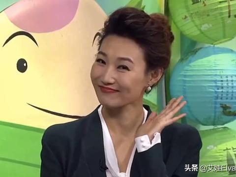 美女主持李梓萌,真空西装穿出超模范,摘下13年假发美得惊艳