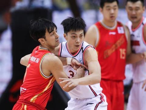 广东男篮被八一打得措手不及,比分一度落后