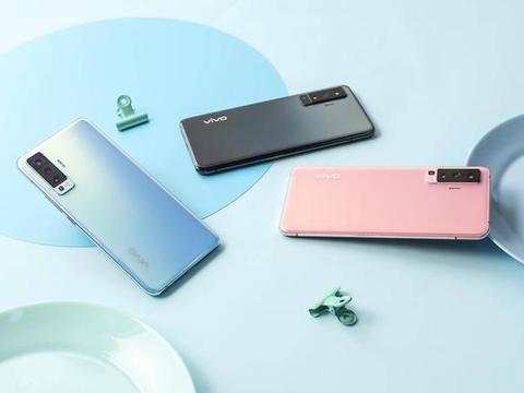 机身仅厚7.49mm,超薄手感让vivo X50跻身当前最薄5G手机之列